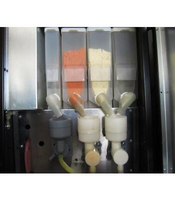 sıcak çorba veren büyük makine